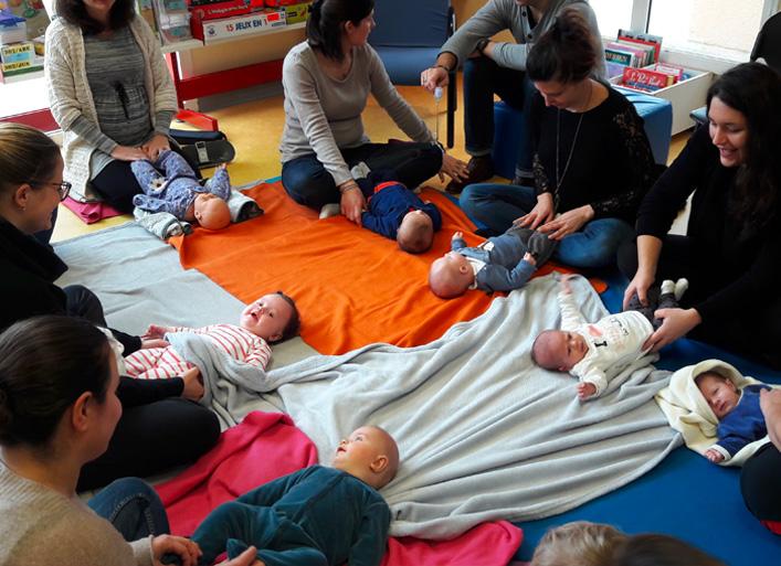 Séance massage lors d'une des Rencontres avec son bébé