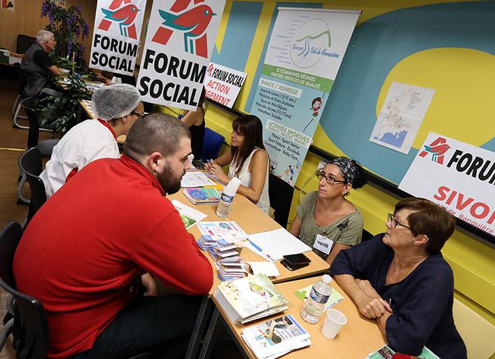 Forum Social de Auchan : stand du SIVoM Val de Banquière