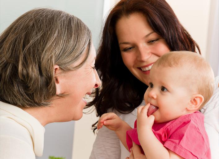 Mère, fille et assistant(e) maternel(le)