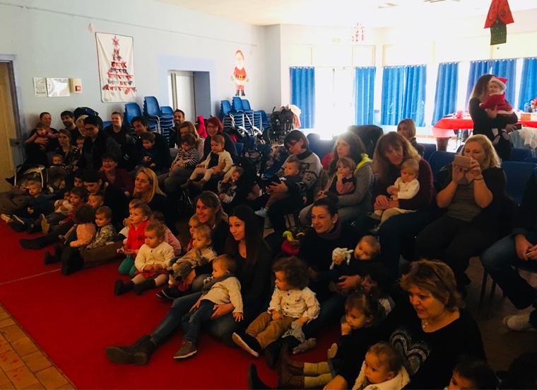 Noël du RAM : le public autour du spectacle